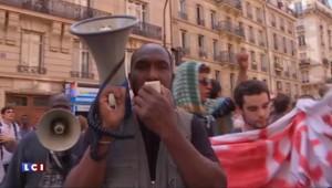 Paris : des migrants qui avaient trouvé refuge dans une caserne désaffectée évacués par la police