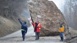 Enorme rocher tombé sur la route des Ménuires