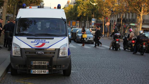 voiture camion police nationale sécurité vigipirate