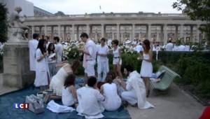 """Un """"dîner en blanc"""" dans les rues de Paris"""