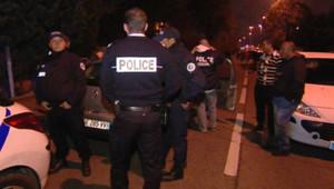 Enquêteurs sur les lieux d'une fusillade à Marseille (1er novembre 2012)