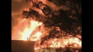 Impressionnant incendie dans une raffinerie au Mexique