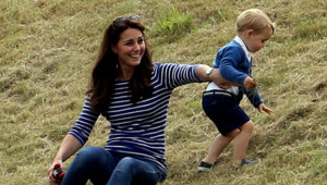 Le Prince George et Kate Middleton lors d'un match de polo dans le Gloucestershire, le 14 juin 2015.