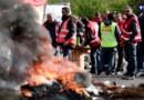 Carburants : raffineries en grève, dépôts débloqués