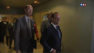 Hollande en visite dans un collège de Trappes pour la rentrée