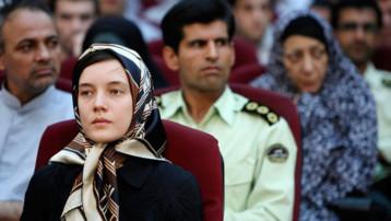 Clotilde Reiss, sur le banc des accusés en Iran, le 8 août 2009