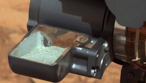 Le robot américain Curiosity a récupéré le premier échantillon provenant de l'intérieur d'une roche martienne que sa foreuse avait percée.