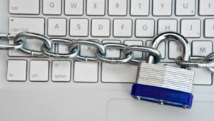 Piratage pirate virus informatique internet clavier verrous cadenas