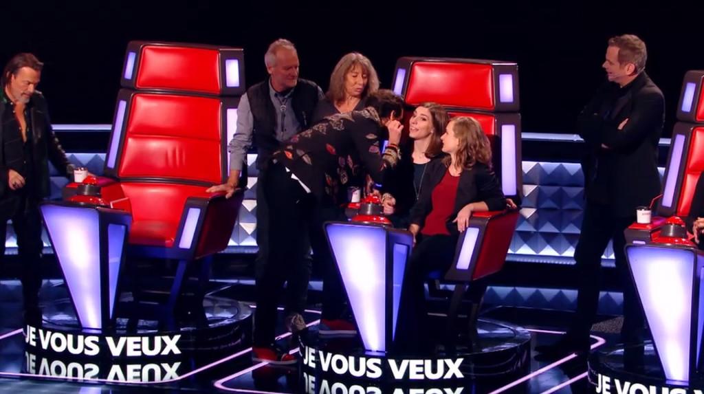 Mika invite les proches d'Amandine dans son fauteuil