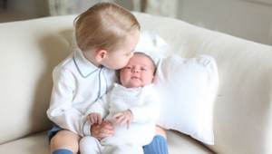 Le prince George et sa soeur Charlotte (photo diffusée le 6/6/15)