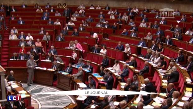 État d'urgence prolongé : le projet de loi adopté à l'Assemblée, Valls appelle à l'unité nationale
