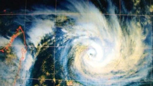 """TF1/LCI : Photo satellite du cyclone Gamède, """"menace la plus sérieuse depuis trois ans"""" pour la Réunion selon Météo-France (23 février 2007)"""