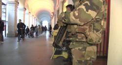 Le 20 heures du 4 février 2015 : Plan Vigipirate : l'armée piégée par le dispositif ? - 438.27408036804195