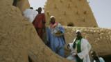 Mali : des islamistes détruisent des mausolées de Tombouctou