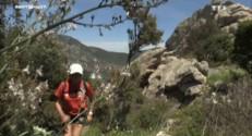 Simone, 70 ans, prérare une course de 70km à pieds