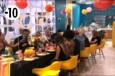 Un repas de fête a été organisé pour célébrer l'anniversaire d'Alexia.