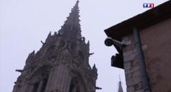 Le 13 heures du 24 avril 2015 : Menace d'attentats : à Chartres, les touristes continuent à visiter la cathédrale - 521.859