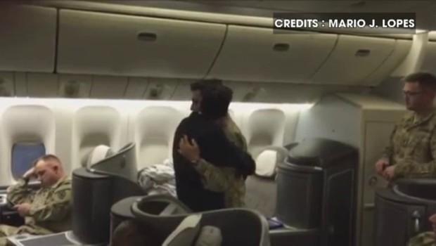 États-Unis : les retrouvailles émouvantes entre un pilote et son fils militaire de retour au pays