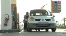 Le 13 heures du 28 août 2015 : L'essence est moins chère, les automobilistes font le plein - 218