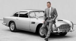 """Daniel Craig et l'Aston Martin DB5 pour le 23 opus de James Bond, """"Skyfall""""."""