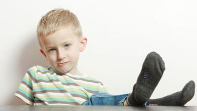 incivilité politesse éducation malpoli enfant garçon effronté arrogance conflit de génération générationnel