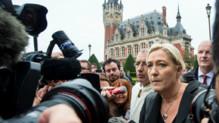 Marine Le Pen en visite à Calais le 24 octobre.