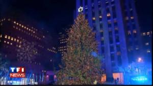 New-York : le célèbre sapin du Rockfeller center allumé par Rod Stewart
