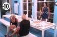 Alors que Lisa demande à Leila comment elle va, la candidate lui répond qu'elle a eu des moments durs mais qu'heureusement Julie était là et l'a aidée à aller mieux.