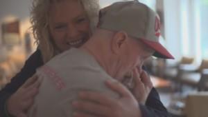 La rencontre entre Lisa Swanson et Terry Hooper filmée par le Nebraska Medicine.
