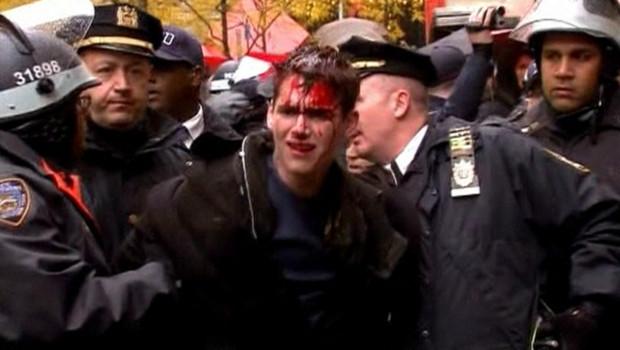 """Manifestant blessé lors du défilé du mouvement """"Occupy Wall Street"""" à New York (17/11/2011)"""