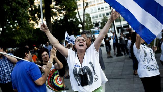 """Le """"Non"""" arrive en tête du référendum grec."""