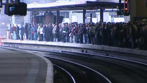 Paris grève gare métro RER Transilien