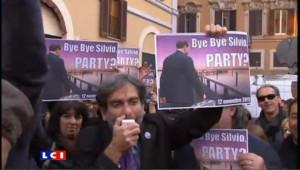 Rome : des milliers de manifestants fêtent la démission de Berlusconi