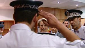 TF1-LCI : Michèle Alliot-Marie, en visite à la Brigade de protection des mineurs de la police, le 4 juin 2007