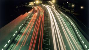 routes-voitures-phares sécurité routière nuit périphérique autoroute automobile