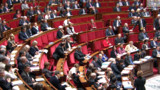 VIDEO : Critiquée par Ayrault, la droite quitte l'Assemblée