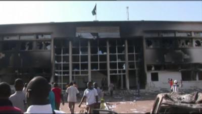 Le 13 heures du 31 octobre 2014 : Qui dirige aujourd'hui le Burkina Faso ? - 905.462