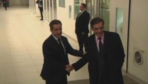 Poignée de mains entre Fillon et Sarkozy