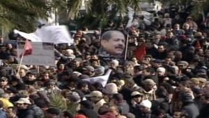 Tunisie : foule rendant hommage à Chokri Belaïd avant ses obsèques, Tunis, 8/2/13