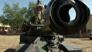 Mali : blindé destiné à lutter contre les groupes islamistes occupant le Nord du pays (14 janvier 2013)