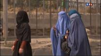 Le départ des troupes de la coalition en 2014 laisse planer le doute sur l'avenir de l'Afghanistan. Après 11 années d'occupation, les Talibans sont toujours là. Le pays reste l'un des plus pauvres du monde, et la condition de la femme est peu enviable.