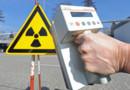 """Compteur Geiger et panneau """"danger radioactif"""" (image prétexte)"""
