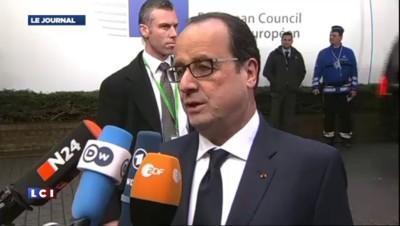 """Hollande : """"Une désescalade possible"""" face à la Russie"""