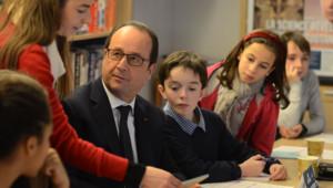 François Hollande répond à des enfants chez Playbac le 22 janvier 2015