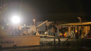 Le naufrage d'un bateau de migrants près de l'île italienne de Lampedusa a fait au moins 130 morts et 200 disparus le 3 octobre 2013.
