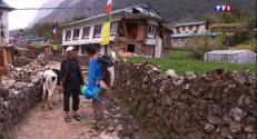 Le 13 heures du 3 mai 2015 : Népal : des villages au pied de l'Everest coupés du monde - 482.121