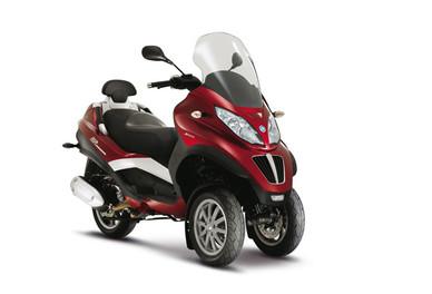 Le Piaggio MP3 LT 300 en concession dès le mois de mars : Nouveau scooter à trois roues dans la gamme Piaggio