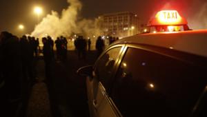 Taxi chauffeurs de taxis porte maillot paris manifestation mouvement grève