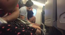 En plein vol, il rompt avec elle : une passagère en profite pour partager la chose sur Twitter