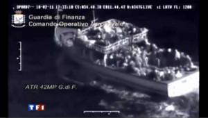 L'Italie doit faire face au flux de migrants tunisiens: 5000 ont débarqué ces cinq derniers jours sur la petite ile de Lampedusa.